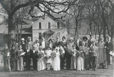 "Cottage Grove School students performing a ""Tom Thumb"" wedding in 1931."