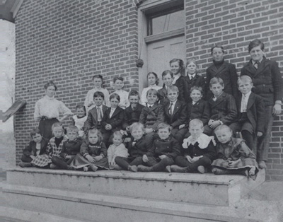 Students from Lynch School in 1903.
